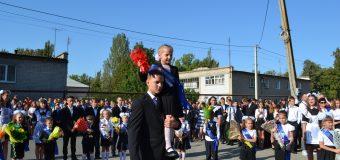 Глава района принял участие в торжественных линейках по случаю начала учебного года