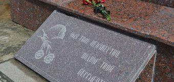 """Глава администрации района возложил цветы у Меориального комплекса """"Родина-Мать"""""""