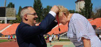 Владимир Бидёвка наградил финалистов легкоатлетического забега, посвящённого Дню города Донецка и Дню шахтёра