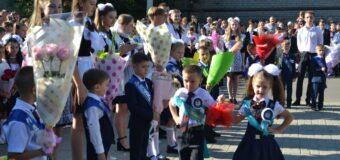 Первого сентября в школах Тельмановского района прошли торжественные линейки, посвященные началу нового учебного года.
