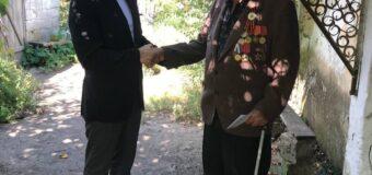 Ветерану ВОВ Александру Ивановичу Кузьмину вручили подарочный набор от Главы Республики